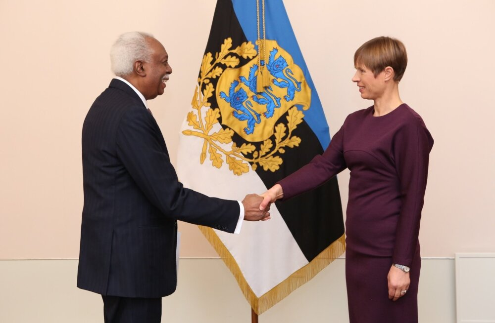 Londonis resideeriv Guyana Kooperatiivse Vabariigi suursaadik Frederick Hamley Case andis Eesti presidendile Kersti Kaljulaidile üle oma volikirja