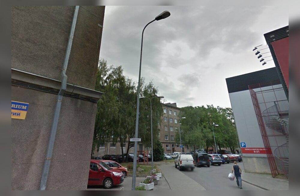 В Нарве новая городская платная парковка заставила соседей-частников тоже вводить плату