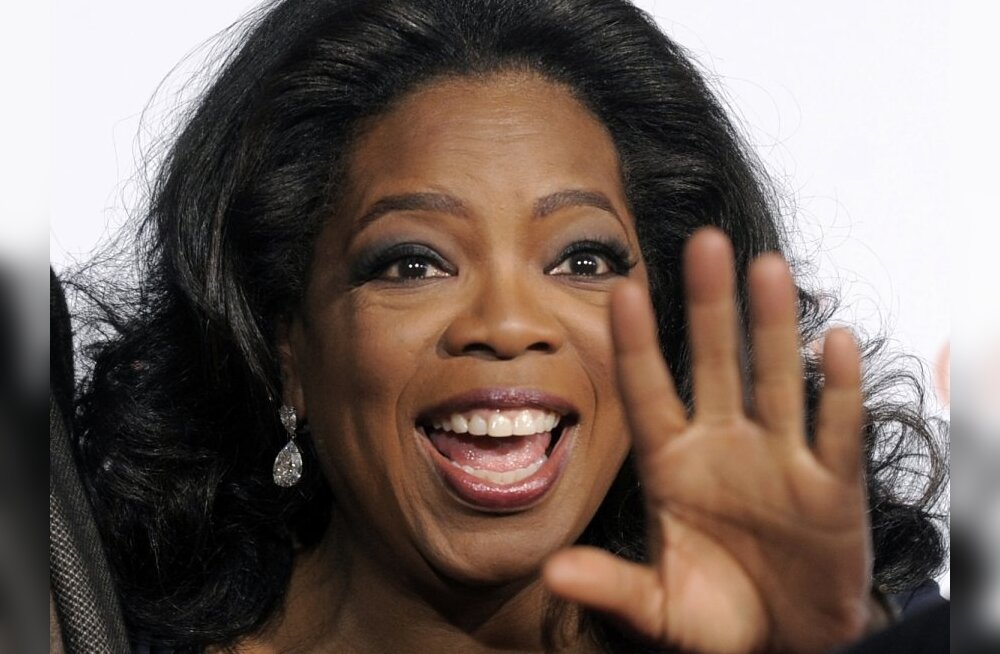 "Oprah Winfrey, executive producer of ""Precious: Based on the Novel 'Push' by Sapphire,"" waves to photographers at the premiere of the film at AFI Fest 2009 in Los Angeles, Sunday, Nov. 1, 2009. (AP Photo/Chris Pizzello) / SCANPIX Code: 436"