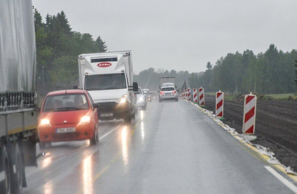 6f89845d55b Teetööd Tallinn-Tartu maanteel, autojuhtidel tuleb hakkama saada keskmisest  kitsamates teeoludes