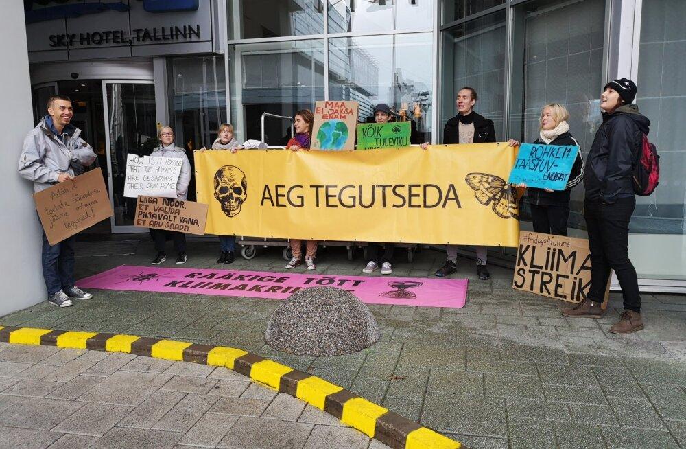 Keskkonnaaktivistid on pahased: meil ei lubatud kliimakonverentsil Jüri Ratasele pöördumist üle anda