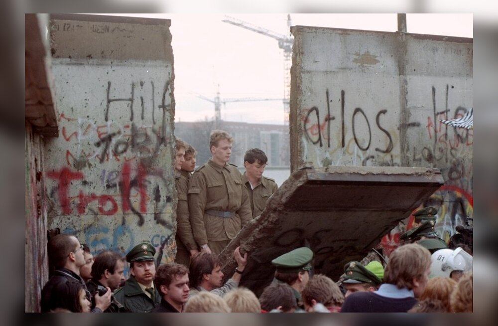 Berliini müür - kurikuulus lüli raudsest eesriidest murdus täna, 25 aastat tagasi