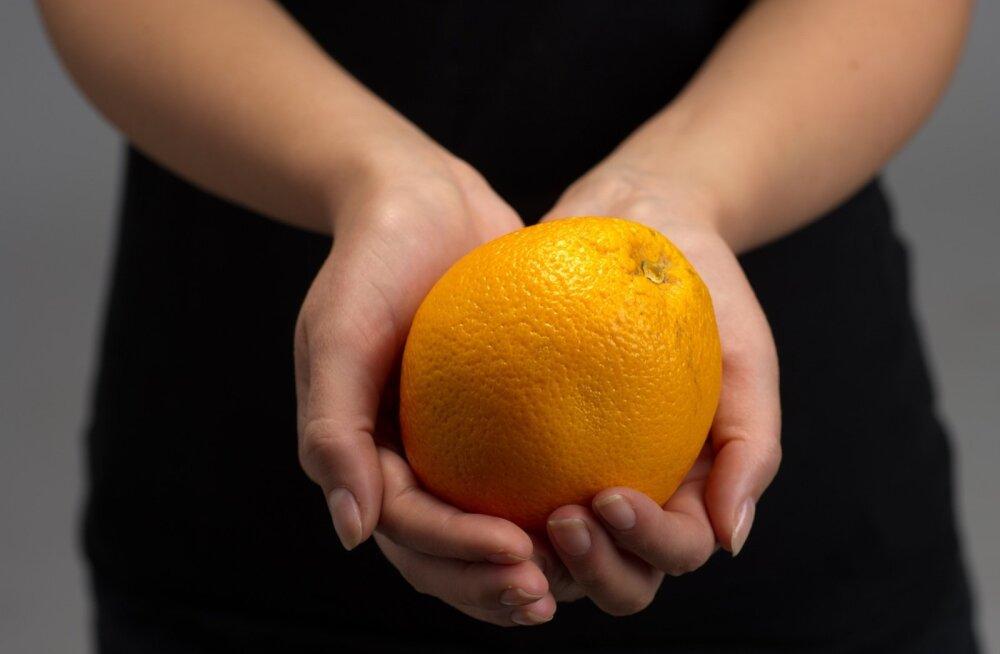 Tselluliit näeb nahal samasugune välja nagu apelsinikoor. Ja naine, kes ütleb, et temal üldse tselluliiti pole, valetab.