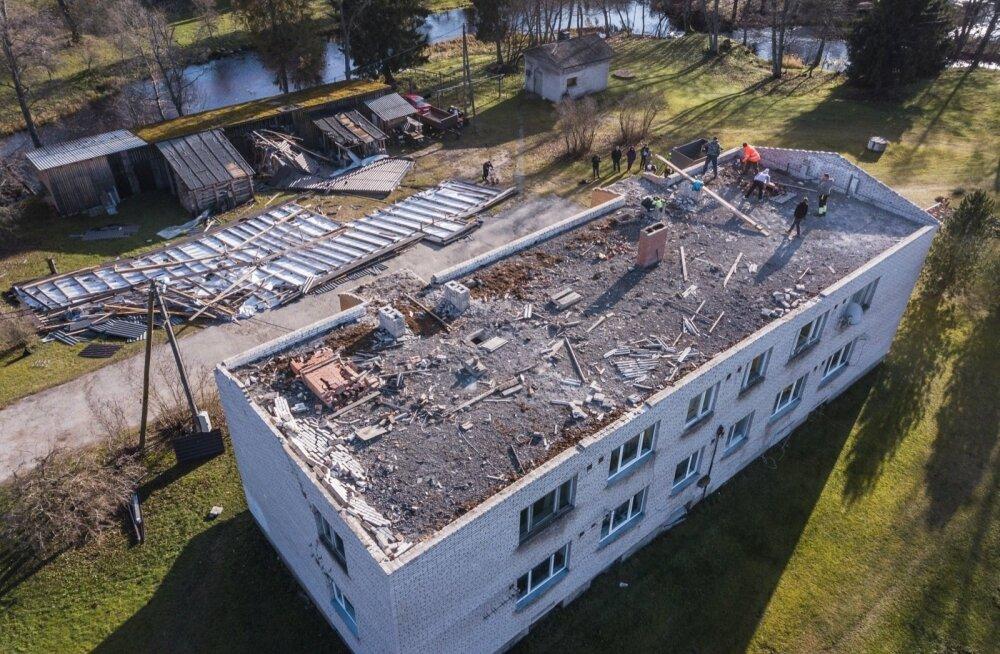 ФОТО: Бушевавший на выходных шторм оставил без крова жителей многоквартирного дома