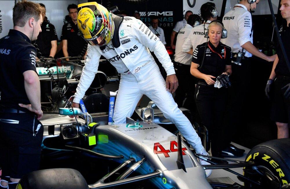 Lewis Hamilton avaldas, et Mercedese tiimi liikmed langesid relvastatud röövi ohvriks.