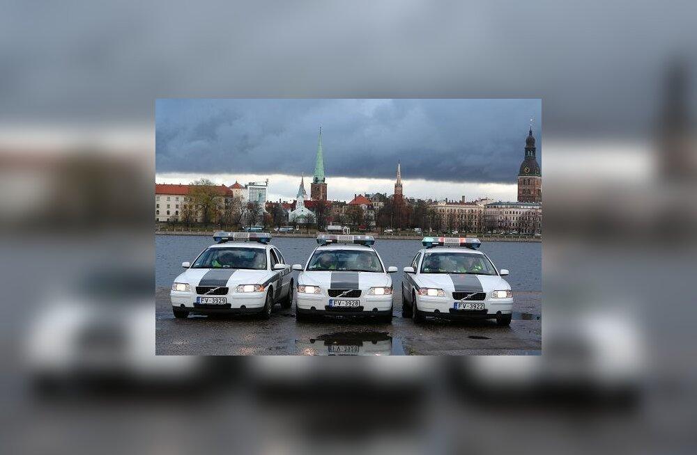 Läti politseinikelt plaanitakse hakata võtma sõrmejälgi