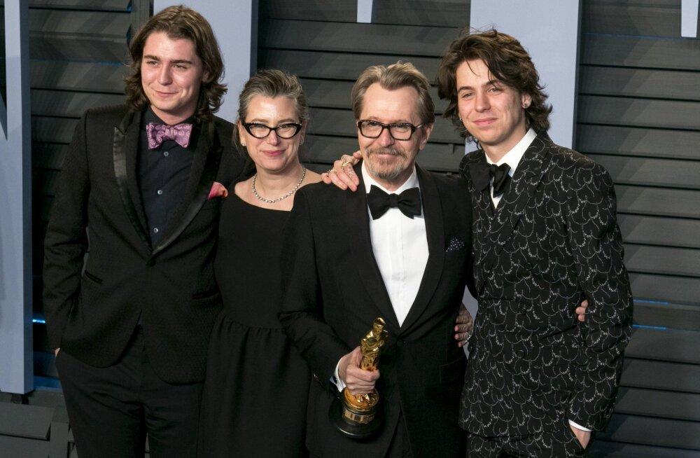Parima meespeaosatäitja Oscari võitnud Gary Oldmani tüli teise abikaasaga kestab ka 16 aastat pärast lahutust, nüüd sekkus poeg ning nimetab enda ema valetajaks!