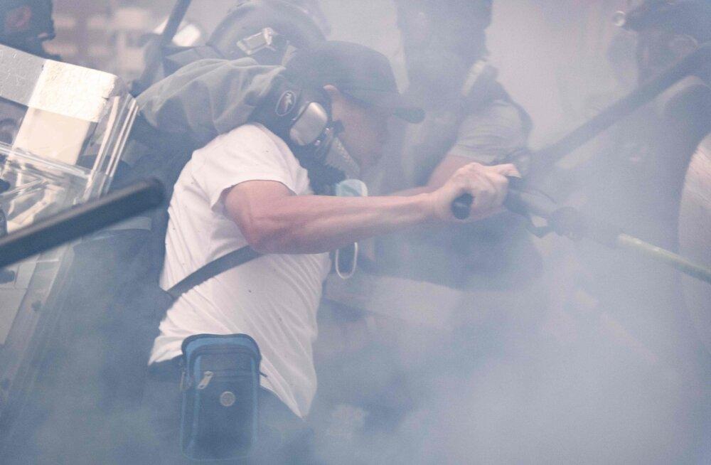 Hiina Rahvavabariigi juubel tekitas Hongkongis seni ühed vägivaldsemad rahutused