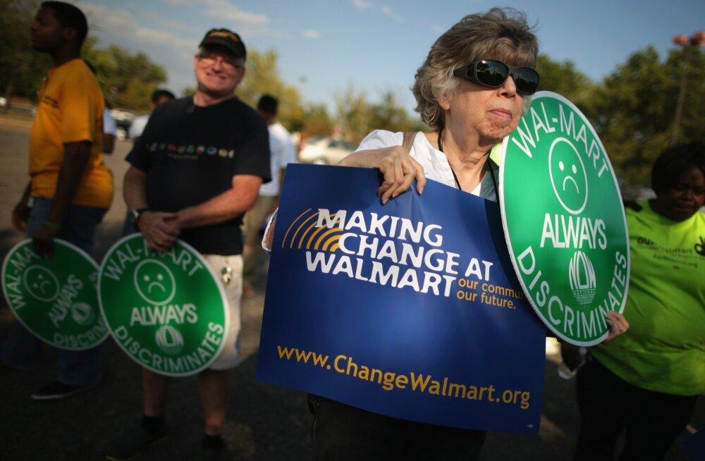 Aktivistid jaemüügigigandi Walmart töötajate palkatõusu nõudmisi toetamas.
