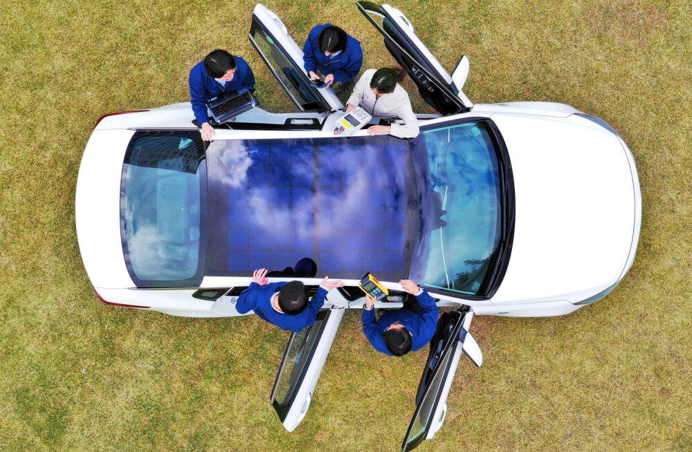 Kia ja Hyundai plaanivad päikesepaneelkatused tuua tavaautodesse