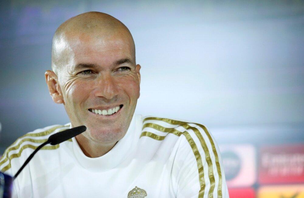 Madridi Reali peatreener Zinedine Zidane on kehtestanud Realis korraliku trahvisüsteemi.
