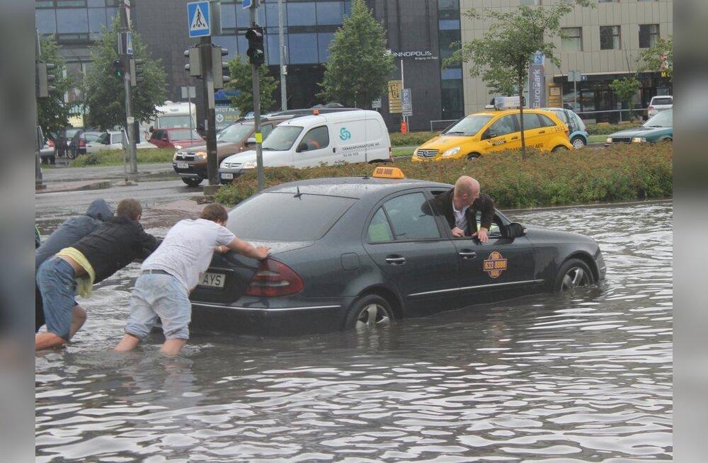 FOTOD: Paduvihm jättis mitmed Tallinna tänavad vee alla
