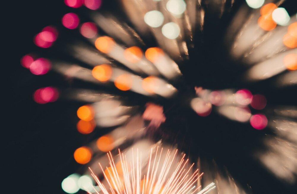 Puust ja punaseks: kuidas teha aastavahetusel ilutulestikust nutitelefoniga ideaalne foto?