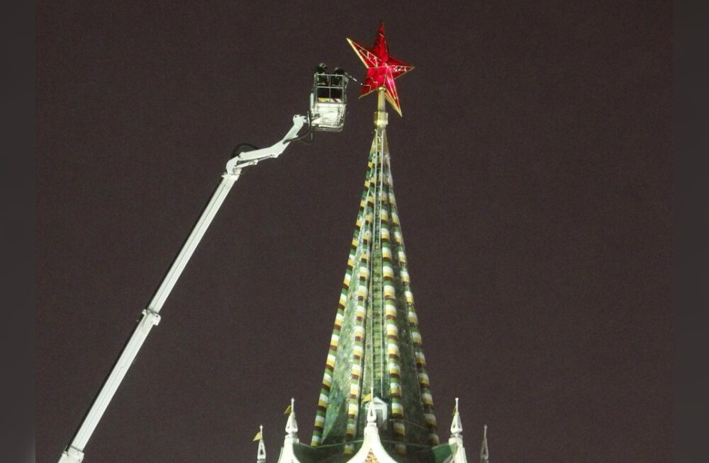 Erioperatsiooni käigus lõhuti Kremli torni otsas hiigeljääpurikas
