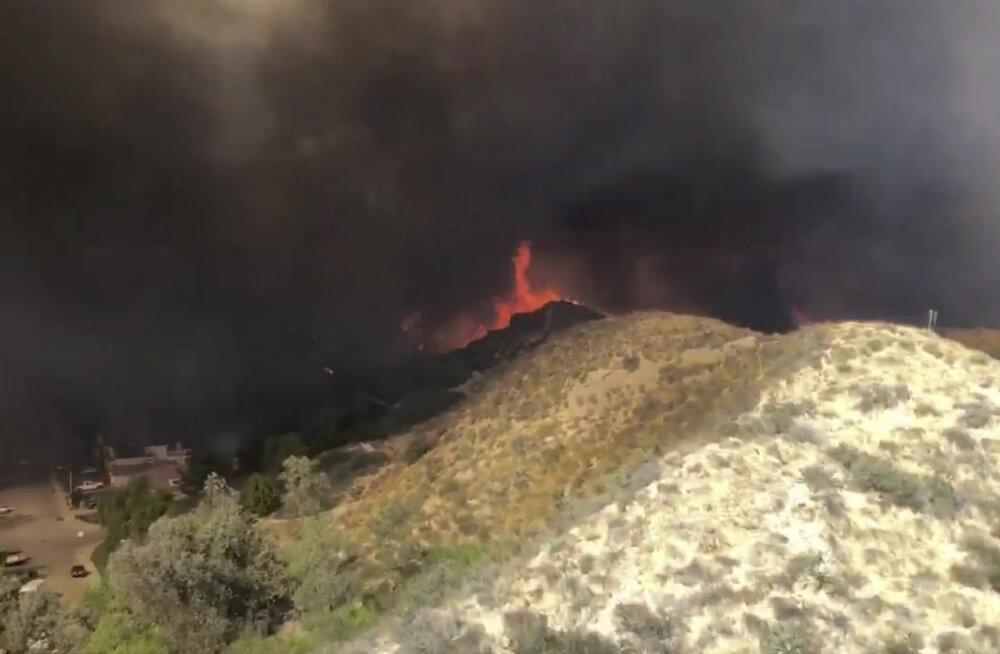 Californias sundis maastikupõleng taas tuhandeid inimesi evakueeruma
