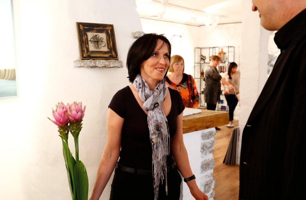 """Siiri Sisask oma näituse """"Kaevu põhjas"""" avamisel Haus Galeriis"""