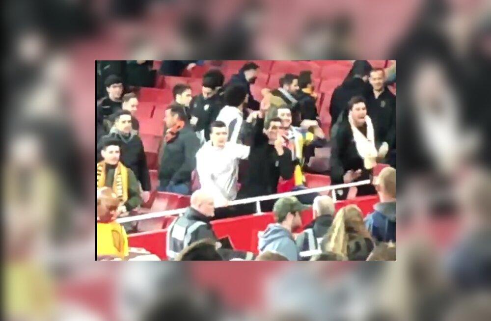 VIDEO | Valencia fännid tegid Arsenali mängul natsitervitusi ja ahviliigutusi
