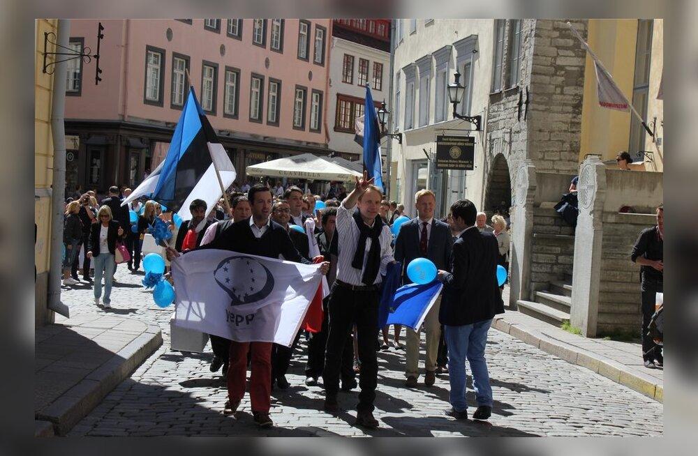 Eerik-Niiles Krossi eestvedamisel toimunud jalutuskäik Navalnõi toetuseks