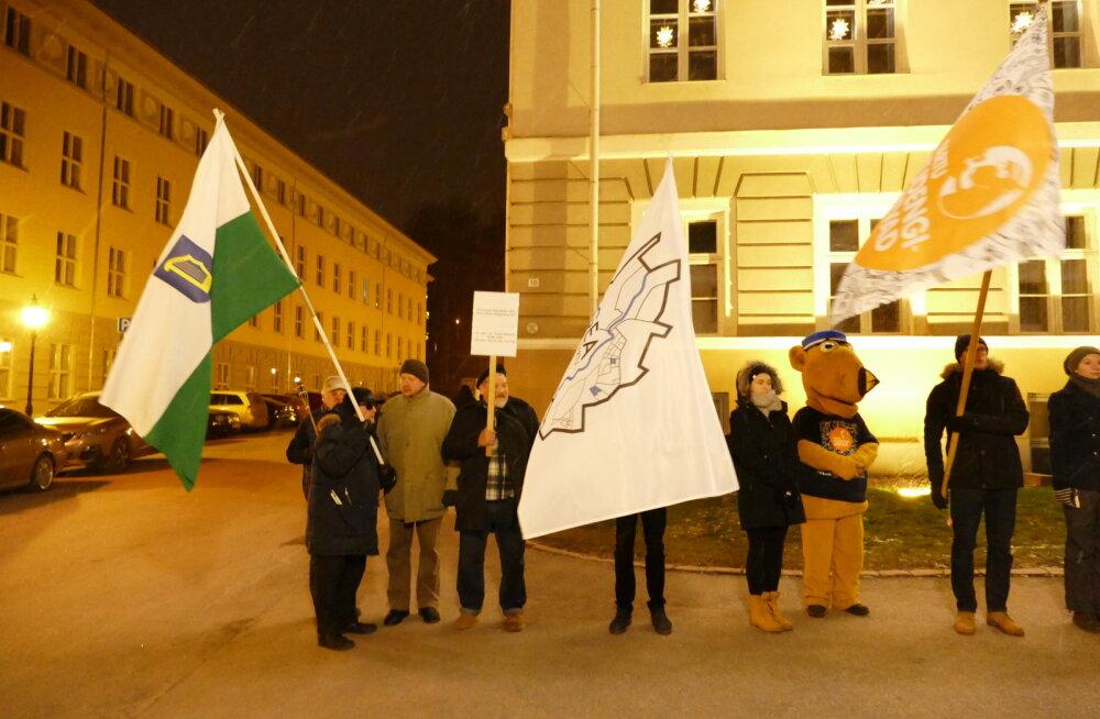 Tartu üliõpilaste tõrvikurongkäigul lehvis ka Petserimaa lipp