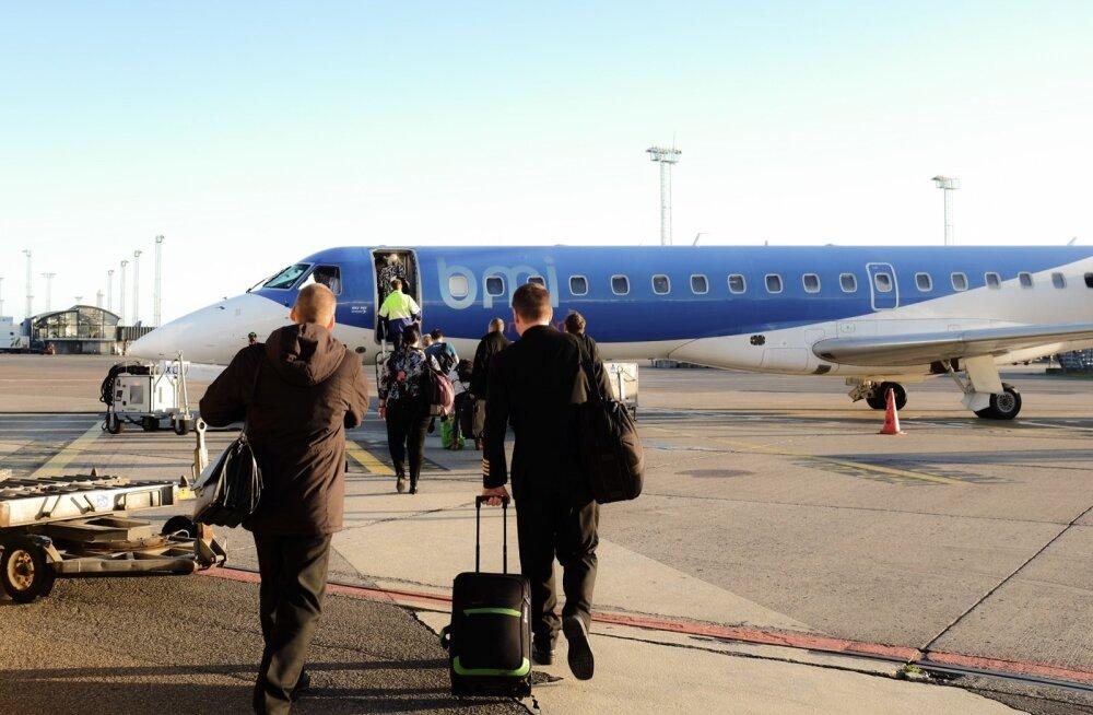 Reisijad lootusrikkalt lennukile minemas, et sealt mõni aeg hiljem samas lennujaamas maha astuda