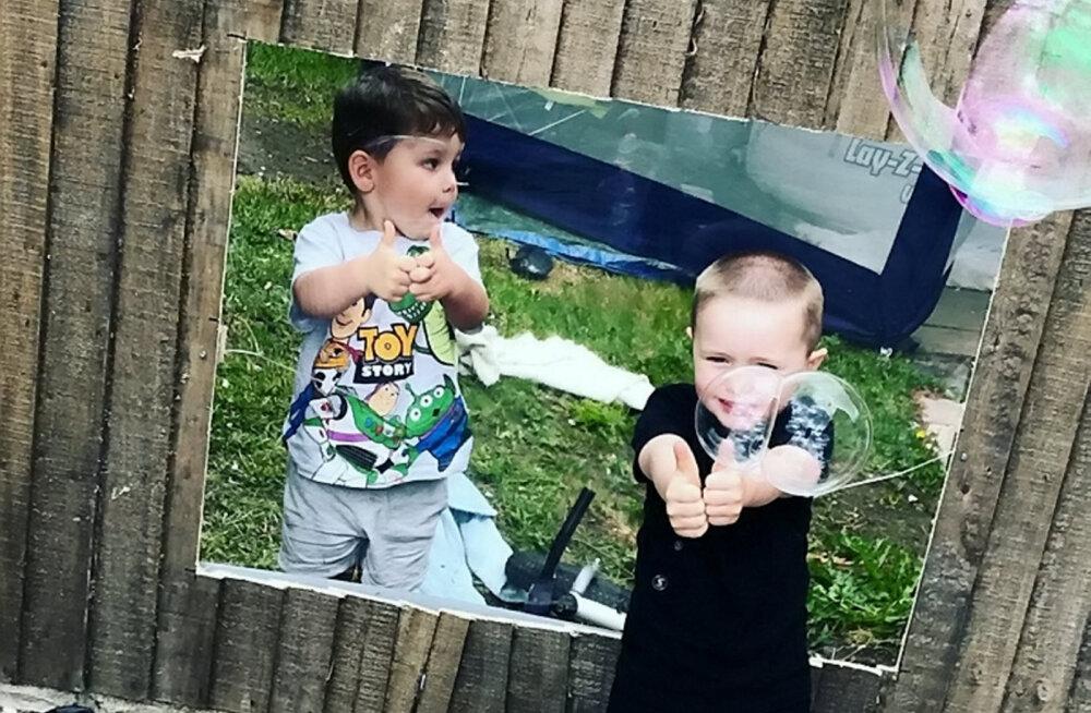 Пластиковое окно помогло соседским детям играть вместе на карантине