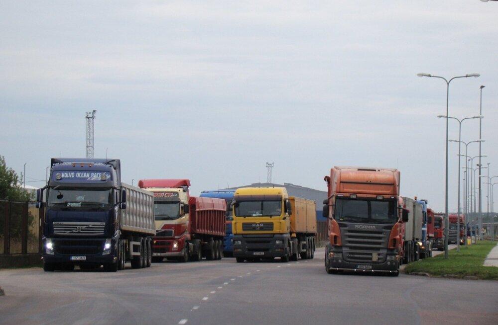Muuga sadamas ulatuvad järjekorrad hooajal mitme kilomeetrini.