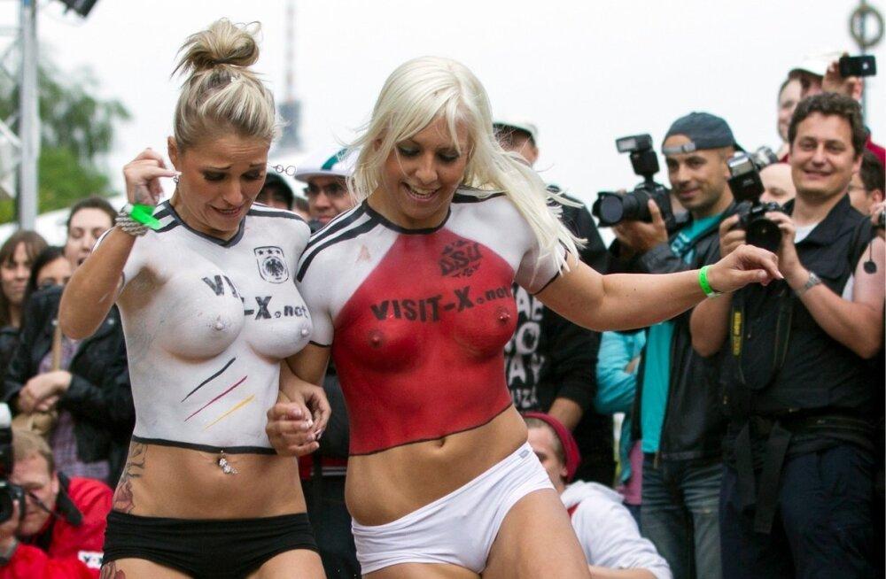 Kõige lähem seos spordi ja porno vahel: pornostaarid mängivad jalgpalli.
