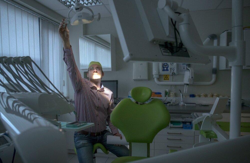 Издание: лечивший в Финляндии здоровые зубы эстонский врач продолжает работать в Таллинне
