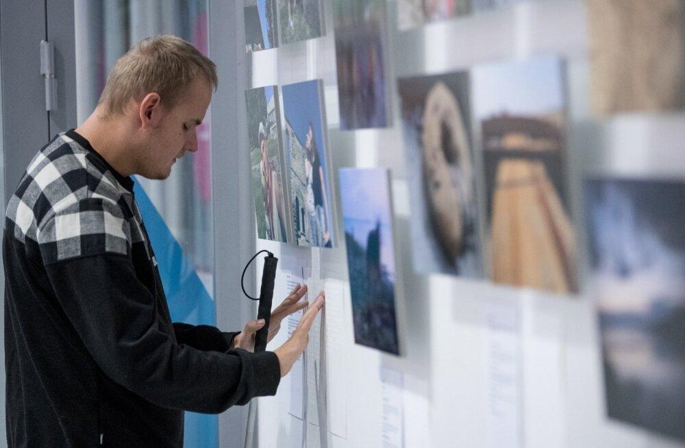 Nägemispuudega inimeste fotonäitus Viru keskuses