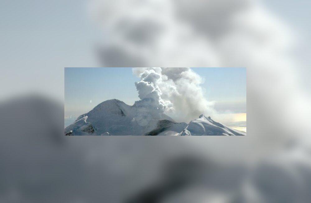 Alaska vulkaan purskab kilomeetrite kõgusele