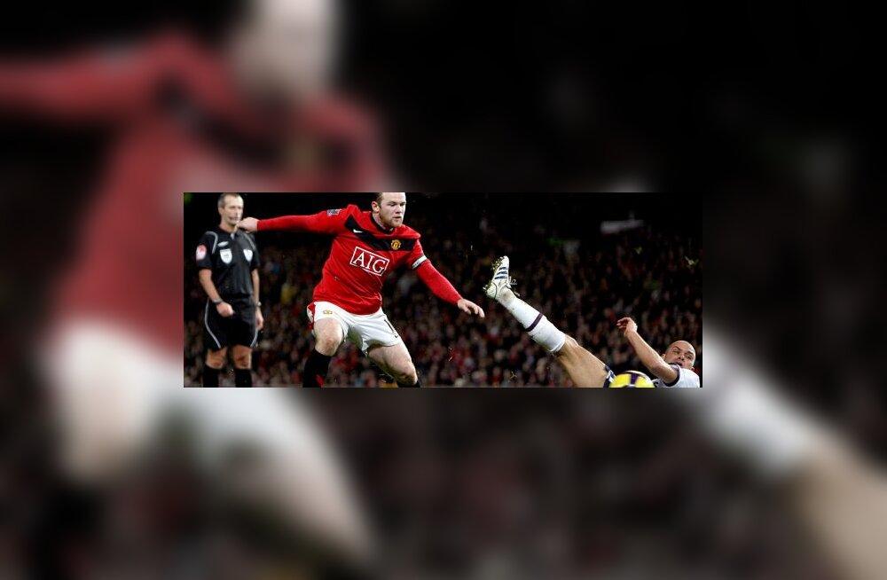 Wayne Rooney (United) ja Luke Young (Aston Villa)