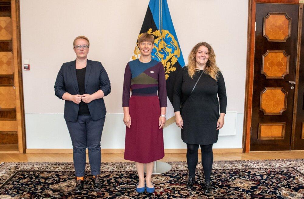 Эстонское объединение ЛГБТ вручило президенту Эстонии свой знак отличия