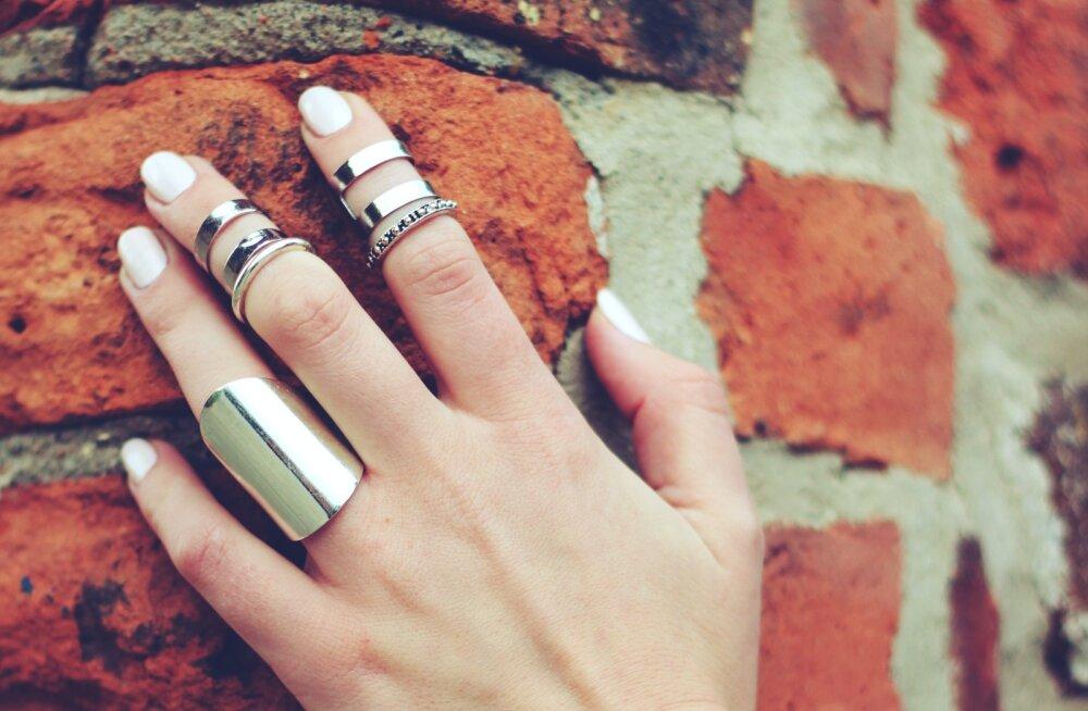 Почему во время эпидемии лучше не носить кольца на руках?