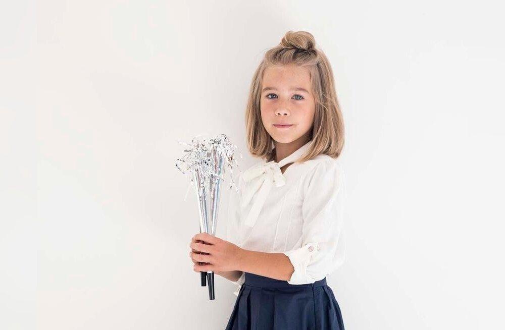 Linane valge Kalamaja Printsessi Ice Cream Shirt sobib esimeseks koolipäevaks. A-lõikeline seelik on mugav kanda dressipluusi või sviitriga. Pluus 45.-, seelik 49.-