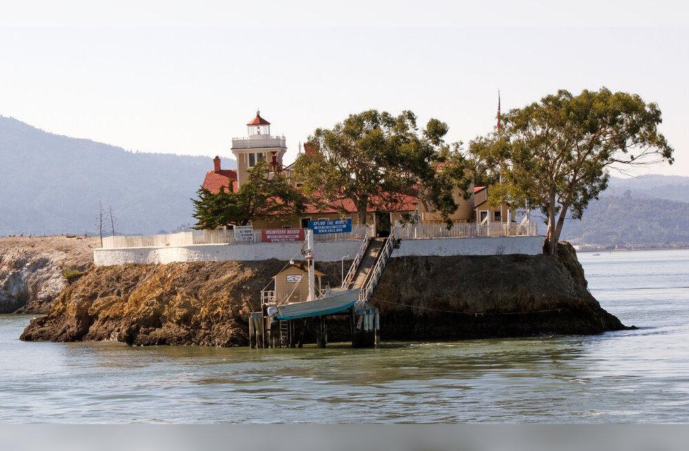 Работа мечты: прожить год на острове без интернета за 110 тысяч евро