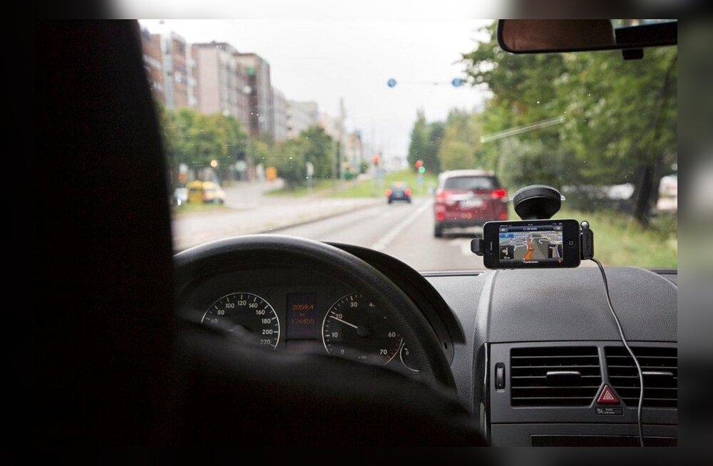 SUUR TEST: Kui edukalt nutitelefon autos GPSi asendab?