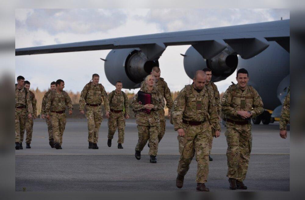 DELFI FOTOD ja VIDEO: Ämarisse saabus Ühendkuningriigi jalaväekompanii, KAVi missiooni jaoks saadeti teele soomukid ning varustus