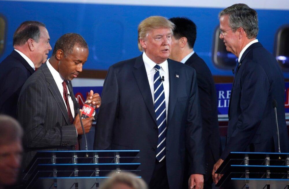 Vabariiklaste kandidaadid CCN-i debatil, esiplaanil Donald Trump