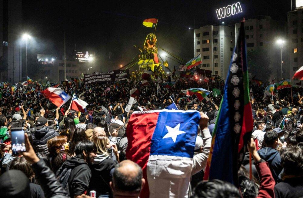 Tšiilis hääletati referendumil uue põhiseaduse koostamise poolt