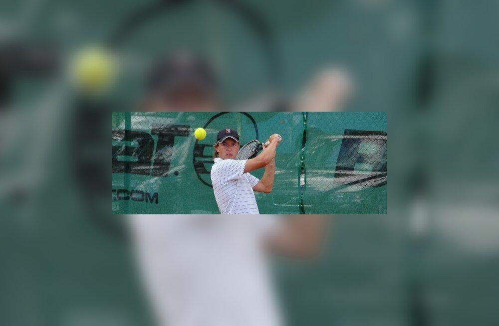 Теннис: Владимир Иванов завершил свое выступление на турнире в Алмате