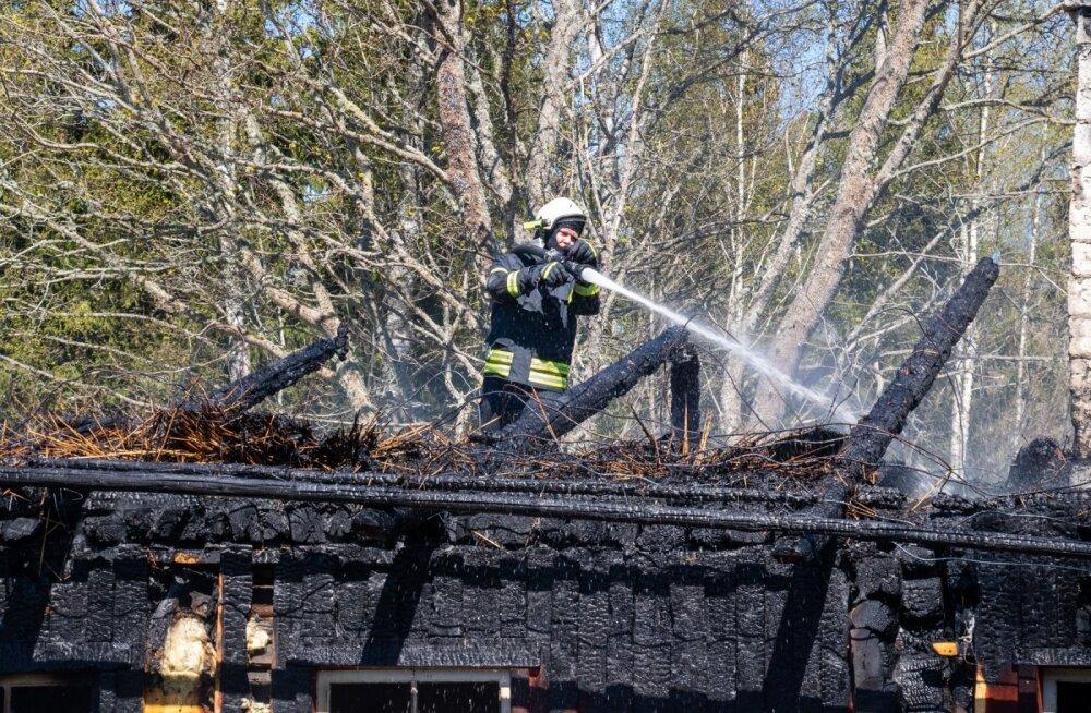 Saaremaal Kavandi külas põles maja maha.