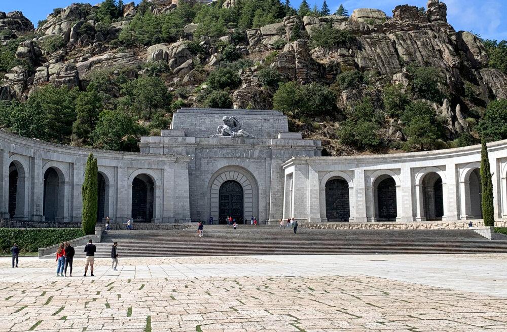 Hispaania ülemkohus toetas diktaator Franco mausoleumist kalmistule kolimist