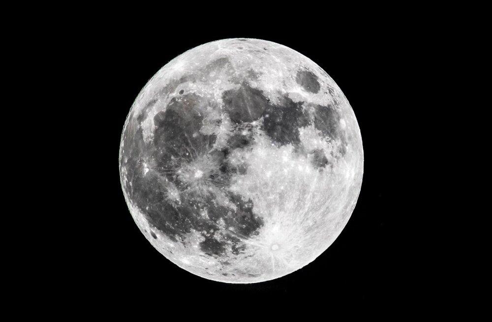 Venemaal hakati muretsema Kuu jagamise pärast: hakatakse välja õpetama kosmoseõiguse spetsialiste