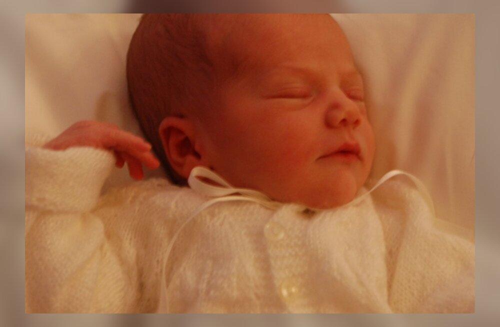 FOTOD: Avaldati esimesed pildid hiljuti sündinud Rootsi printsessist