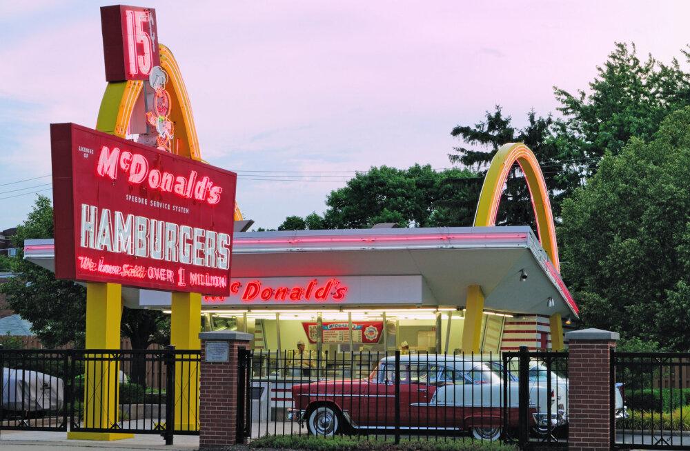 Illinoisi McDonald'si burgerirestoran, kust 1955. aasta menüü pärineb