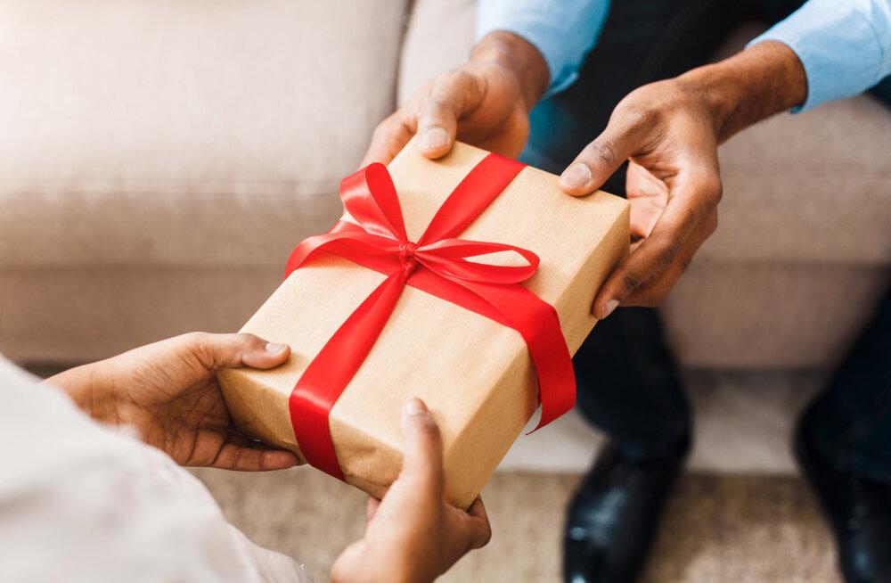 Naine rõõmustab: leidsin kogemata lihtsa viisi, kuidas panna mees arvama, et minu kallis kingisoov on tegelikult päris odav