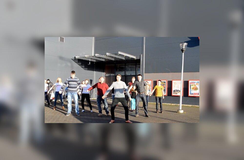 VIDEO: Läänemaa noored tegid <em>flashmob</em>i, mis kandis sügavamat sõnumit