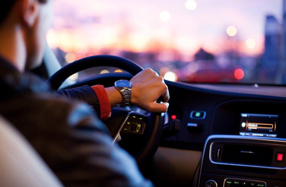 Uskumatu! Taksojuht viskas naise autost välja, kui kuulis, et naine läheb aborti tegema