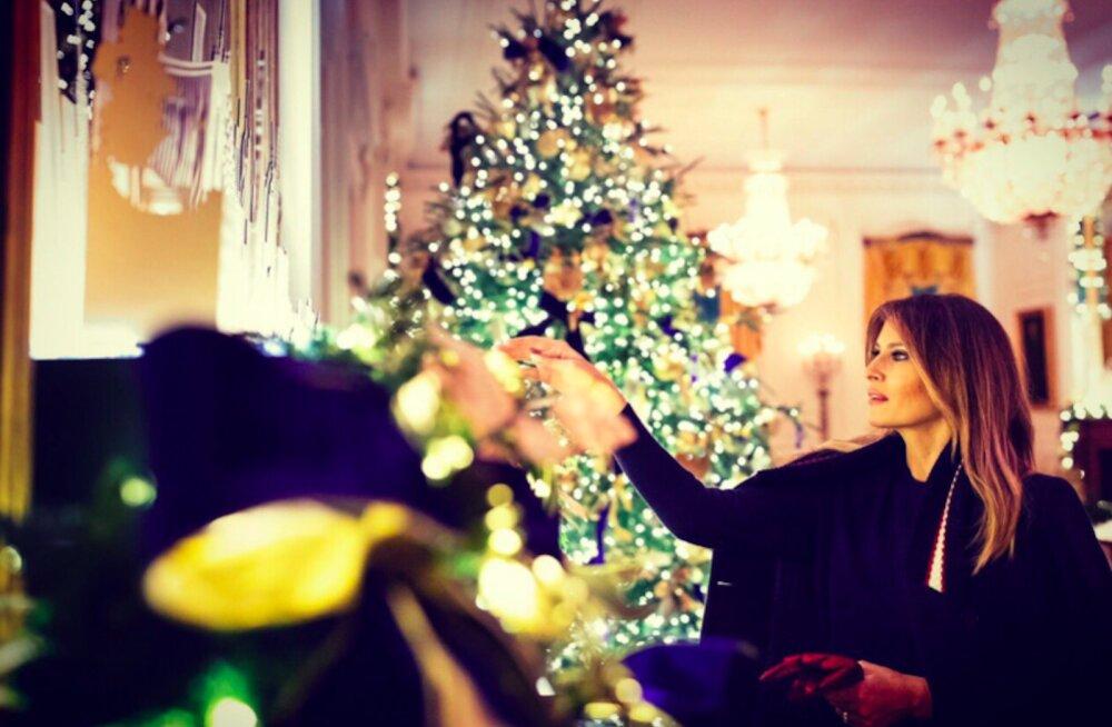 FOTOD | Melanie Trump esitles jõuluehteis Valget Maja, kuid irvhammaste meelest on kaunistused lausa saatanlikud
