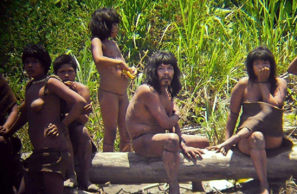 Peruu Mashco-piro hõimu liikmed 2012. aasta fotol